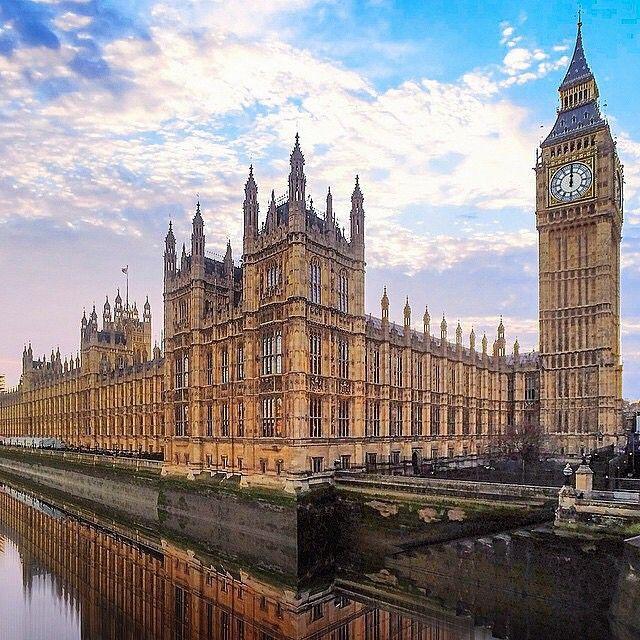 KUNST-ARCHTECTUUR-RECHT Het parlementsgebouw in Londen. Palace of Westminster.Dit is het parlementsgebouw werd opgericht in 1707. En de Big Ben ligt aan de zijde.