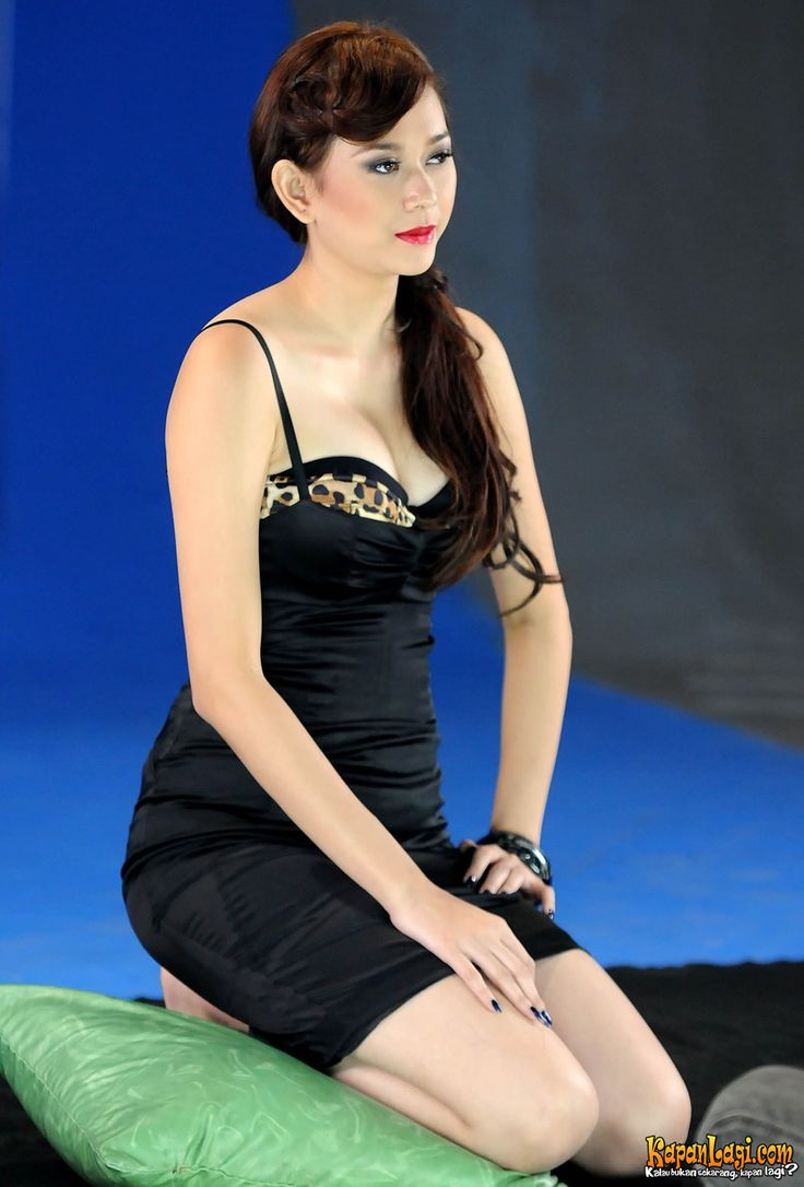 Aura Kasih - Hot Indonesian Singer and Model (03)