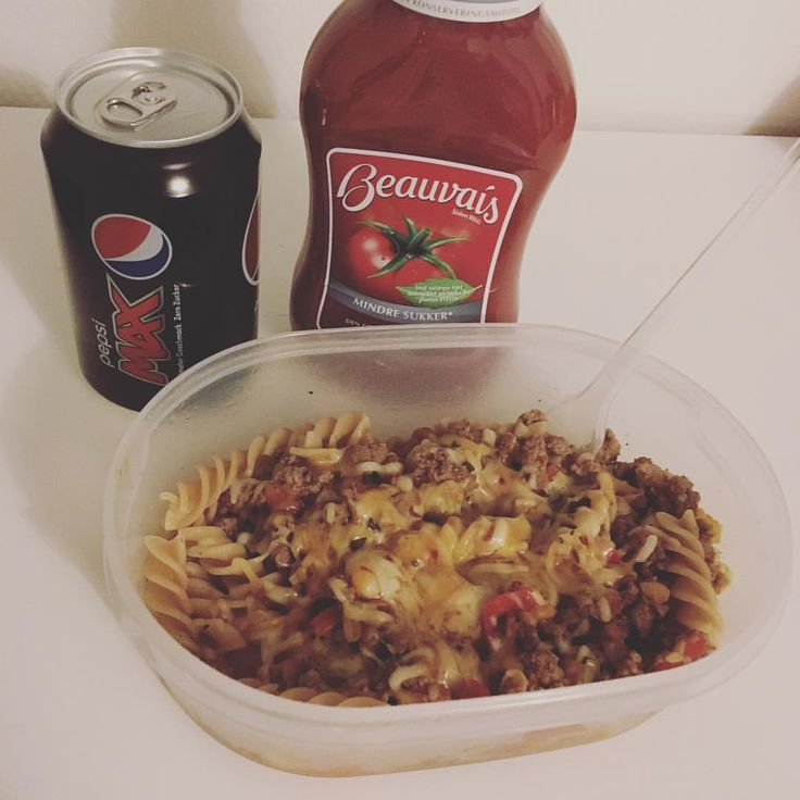 Der er foodpreppet aftensmad til 2 dage - så det er lige til at varme 😍👌 #aftensmad#mealprep#sund#matlåda#pasta#makaroner ost köttfärs nötfärs kycklingfärs köttfärssås lök morot bönpasta mums fav