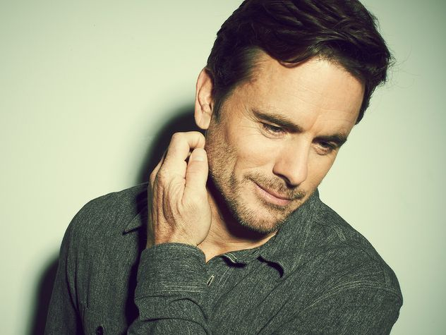 Charles Esten. Who's line is it anyway and Nashville.....amongst others.