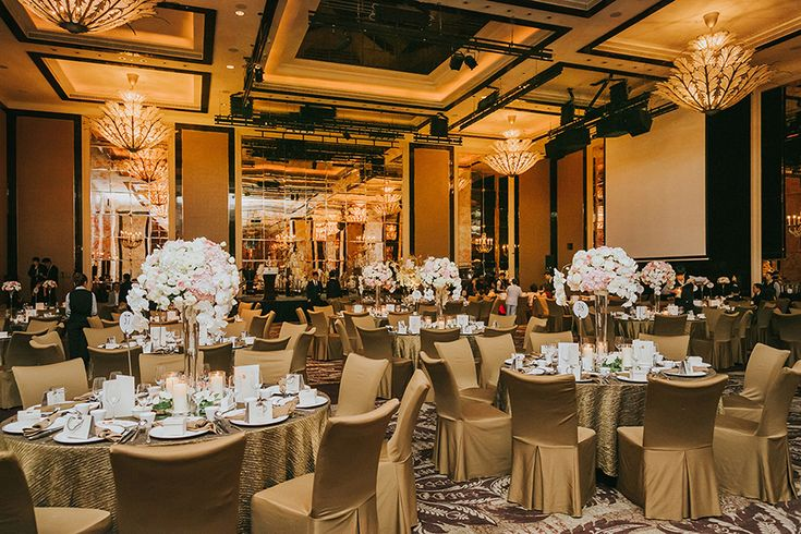 After a first meeting in Chicago and half a year's worth of long distance communication, bride Xu Yan moved to the Windy City to be with Brandon, a decision she describes as the best of her life. Aww! The couple incorporated a touch of Chicago into their wedding at The St. Regis Singapore, photographed by Arture Photography, by setting up a gourmet Garrett Popcorn bar, which we're sure was a sweet and salty  way to round off their nuptials.