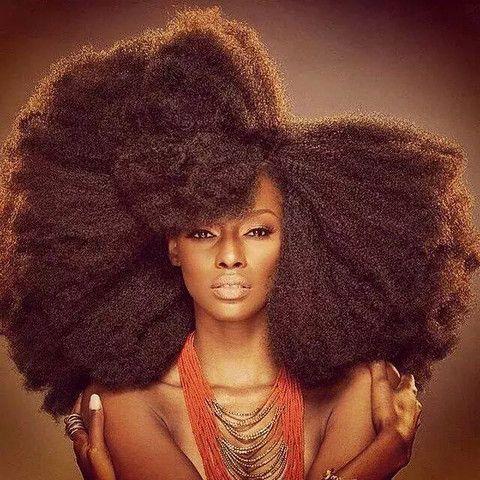 Les 17 meilleures id es de la cat gorie cheveux fris s et boucl s sur pinterest cheveux cr pus - Carre plongeant frise naturel ...