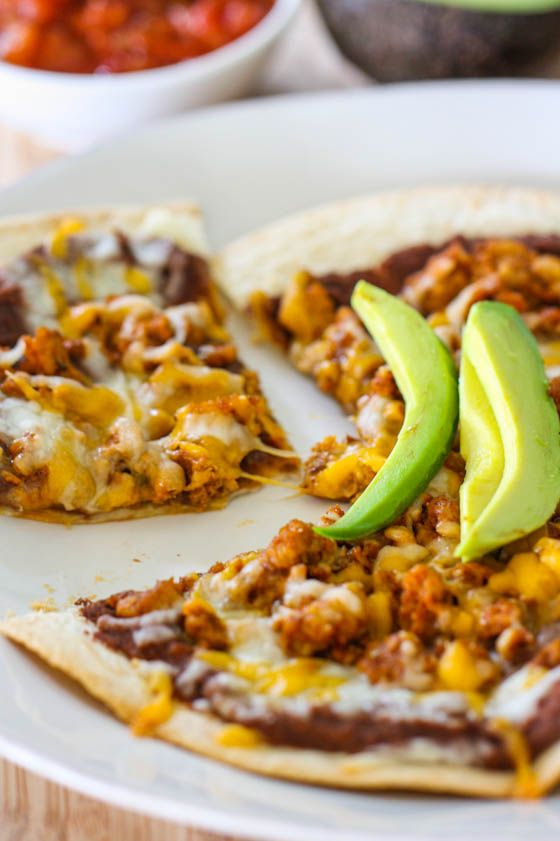 Quick n' Easy Mexican Pizzas from @Jenna (Eat, Live, Run)