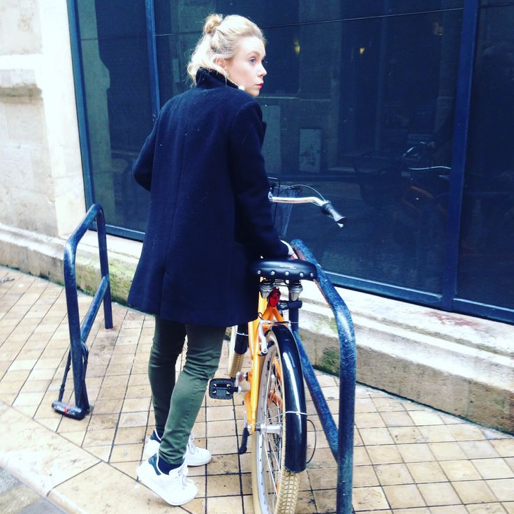 #Eloandlea #lastday #bicycle #velo #goodtimes #bordeaux #bordeauxmaville #ootd #otd #winterstyle #ff #friday #weekend #look #style #streetstyle #streetlook #zara #kiabi #stansmith #blondie #girl #green #environment