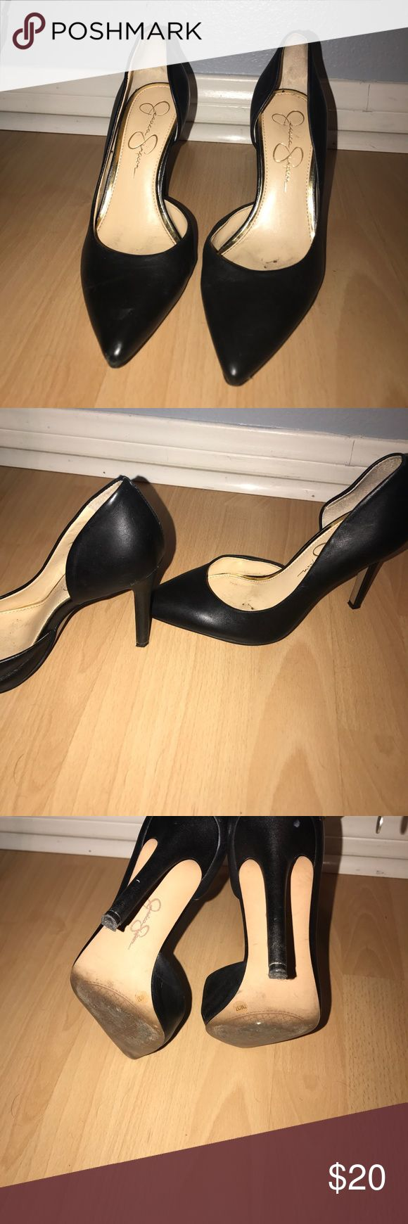 Jessica Simpson Claudette black pump sz 7 Jessica Simpson size 7  black pump! Wish I could actually keep these (got injured and right foot doesn't fit them anymore :/) they do have a scuff on the back and I have worn them a few times. Let me know if you have any questions Jessica Simpson Shoes Heels