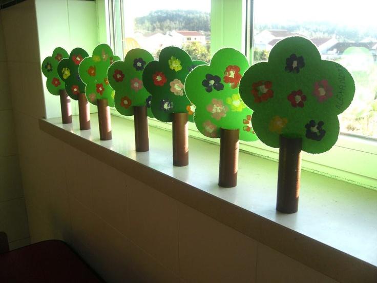 árboles de primavera reciclados