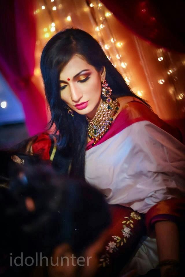 Minimalistic saree, magestic jewellery. #beautiful #indianbride