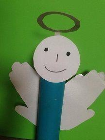 Voici Un Ange De No L R Alis Avec Un Rouleau De Papier Toilette Et Des Assiettes En Carton