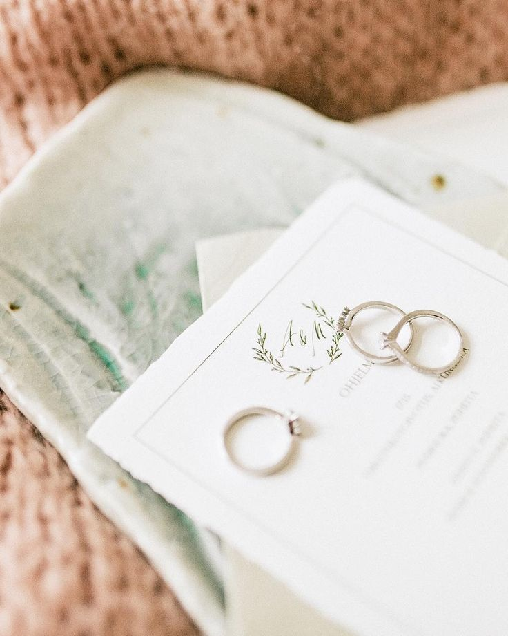 Kinda obsessed over all things sparkling (my wedding ring, especially) - Arctic Vanilla blog.