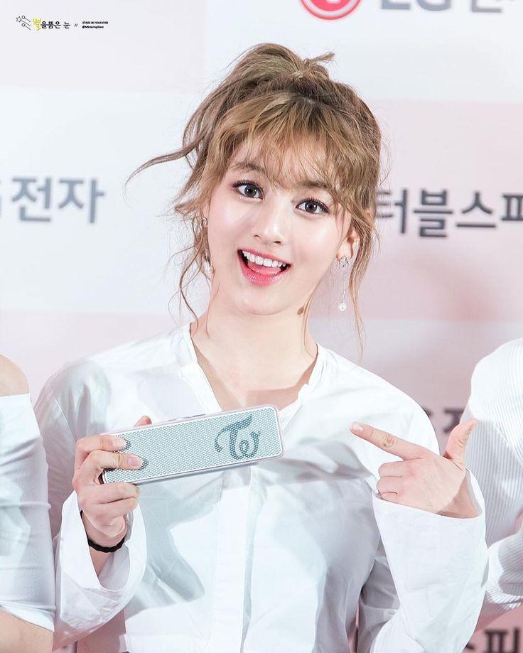 [161102]   별을품은 눈 ; 스피커 런칭행사  LG speaker launching event #twice #트와이스 #jihyo #지효  ㅡ her fingers are so cute omgggg