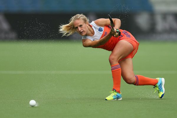 Lauren Stam of the Netherlands passes the ball during the Fintro Hockey World League semi final game between the Netherlands and New Zealand on July 1, 2017 in Brussels, Belgium.