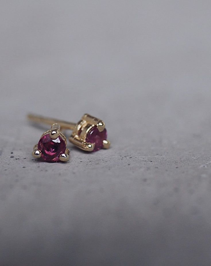 I adore Rubies, but I know they divide hearts with some people hating them 💕 Do you love them or hate them? PS Today's question for #marchmeetthemaker is Routine and I'm just going to pretend it's Ruby 🙊