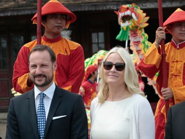 Posted March 22, 2014.....Crown Prince Haakon and Crown Princess Mette Marit are visiting Vietnam this week.