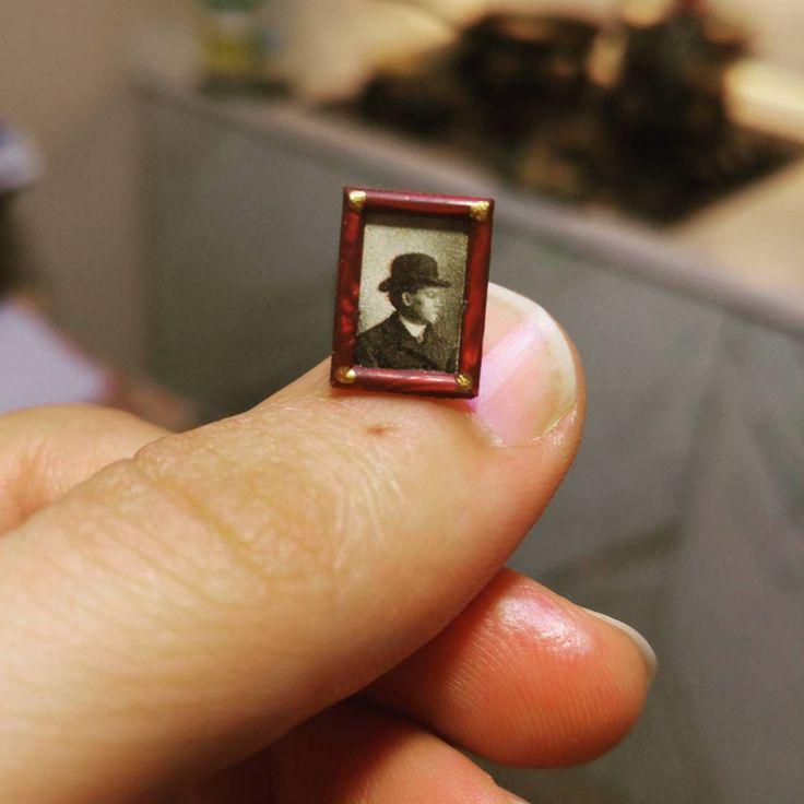 Ich baute ein Miniatur-1900s-Fotostudio zu Ehren eines alten Fotografen