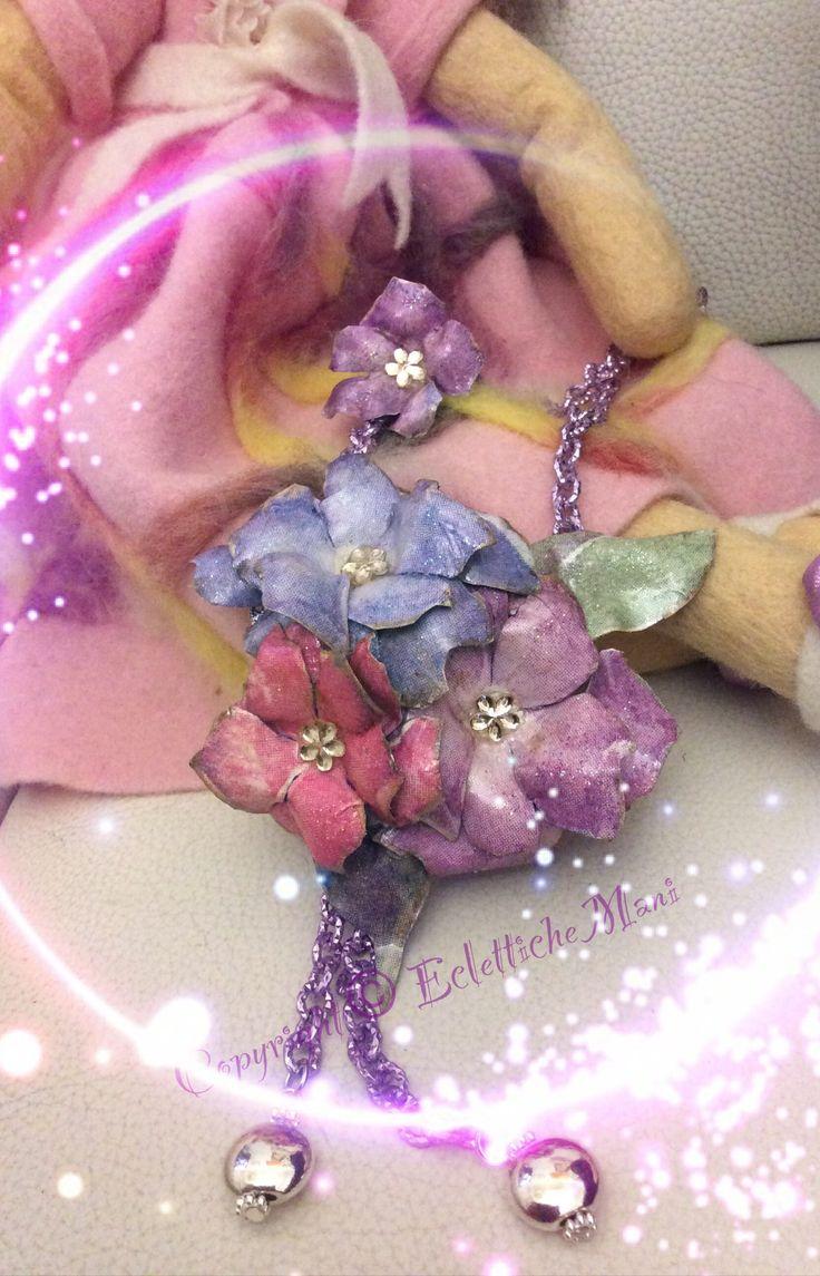 Collana con catena lilla e decorazioni in sospeso trasparente tecnica carta di riso