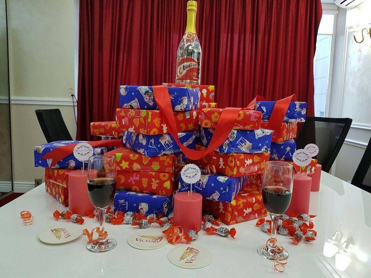 Am pregatit cadourile care vor ajunge sub bradul impodobit de colegele noastre! Tu ce cadou vrei sa primesti?