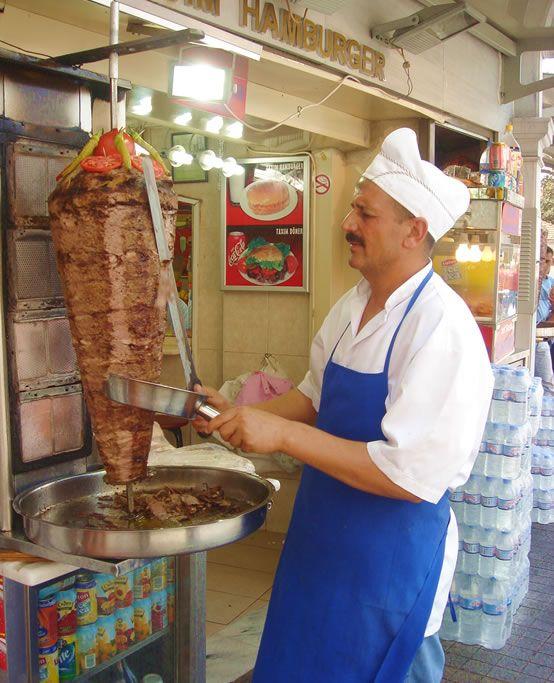 【H.I.S.】【ケバブ】最近は日本でも見かけることの多くなったトルコの代表的な料理『ドネル・ケバブ』。写真を見るだけでお腹がすいてきちゃいます。