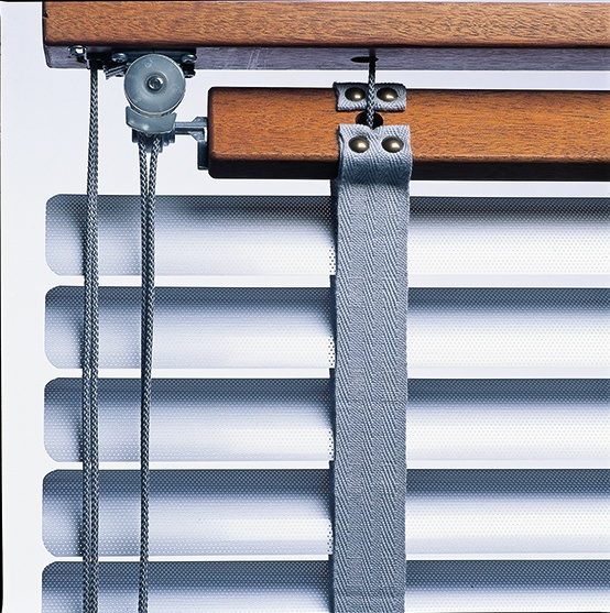 ann idstein® | Venetian Blinds - Aluminium with wooden head rail