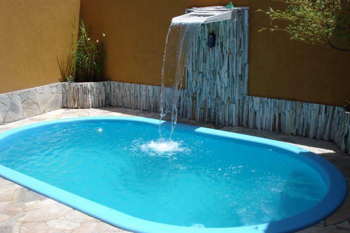 13 modelos de piscinas com cascata small pools for Modelos de piscinas armables