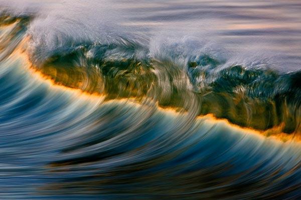 Κύματα-ουράνιο τόξο στον Ειρηνικό Ωκεανό!