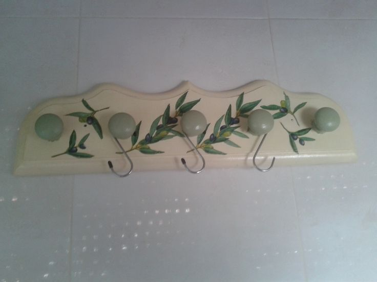 Perchero de madera decorado con decoupagge para la cocina for Perchero para cocina