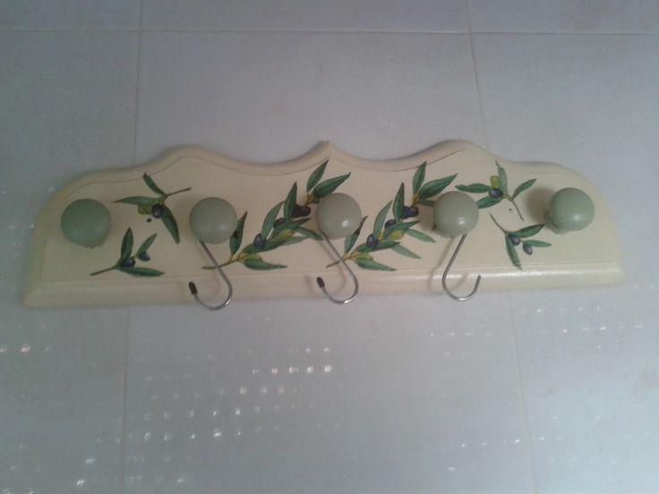 Perchero de madera decorado con decoupagge para la cocina - Percheros de madera ...