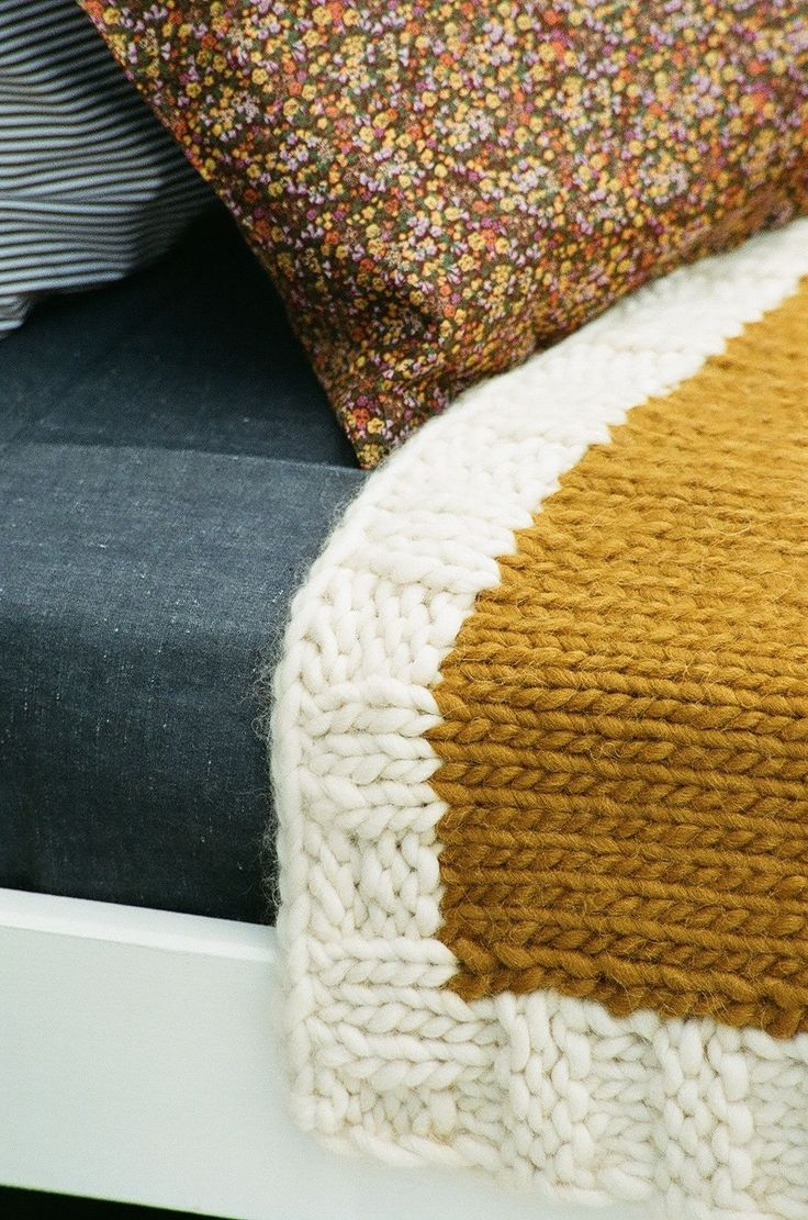 bulky blanket with contrasting border