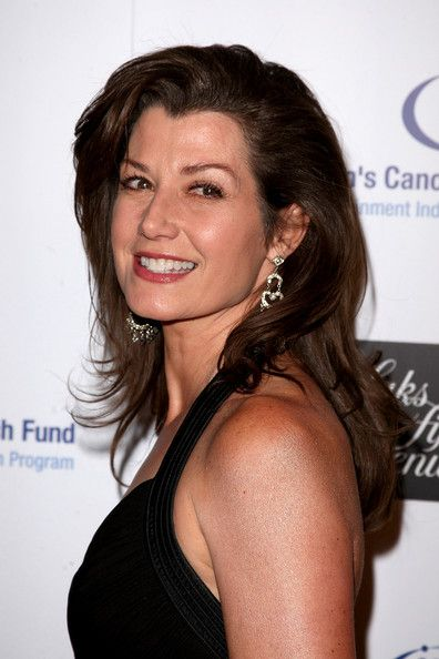 Amy Grant S Layered Hairstyle Hair Styles Hair Styles