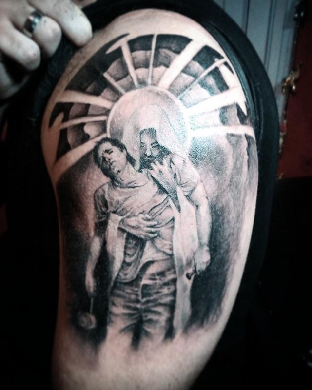 Ayer segunda sesion para la manga de Leandro.  #cristo #jesus #holding #heaven #religion #religiontattoo #tatuajesreligiosos #nomedejescaer #sleeve #sleevetattoo #tatuajes #bigtattoo #tatuajesgrandes #tattoosformen #tattooartist #dbyart