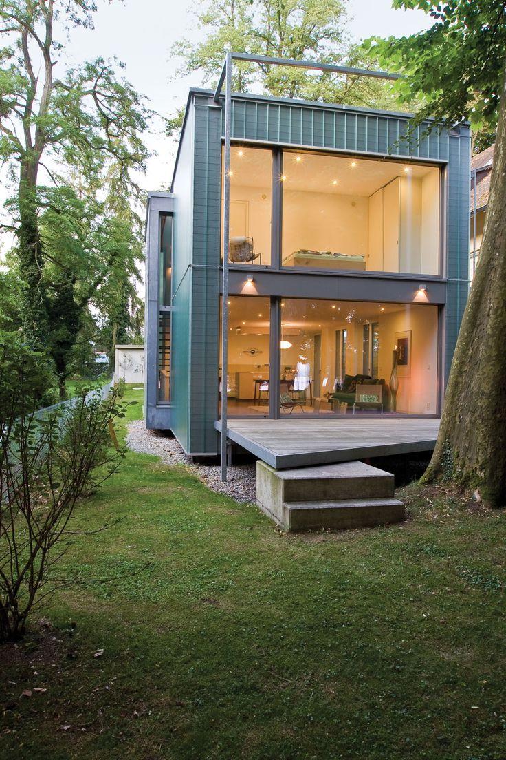 Geniestreich: Aussicht toll, Fenster von Wand zu Wand: Das ermöglicht die neuartige Montage. Bolzen raus, Haus zerlegen, neu aufbauen: Nachhaltigkeit pur.