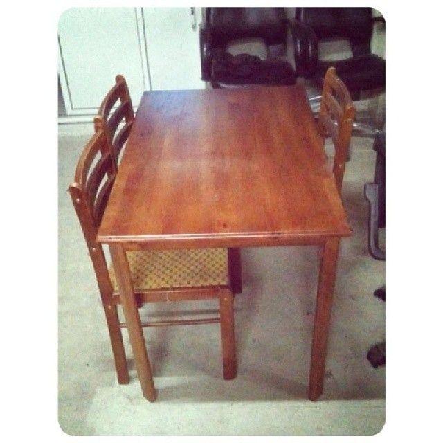 For Sale Dainig Table For 4 Person Good Condation Price 20 Bd للبيع طاولة طعام خشب ل 4 اشخاص بحالة ممتازة السعر 20 B Dining Table Table Dining Chairs