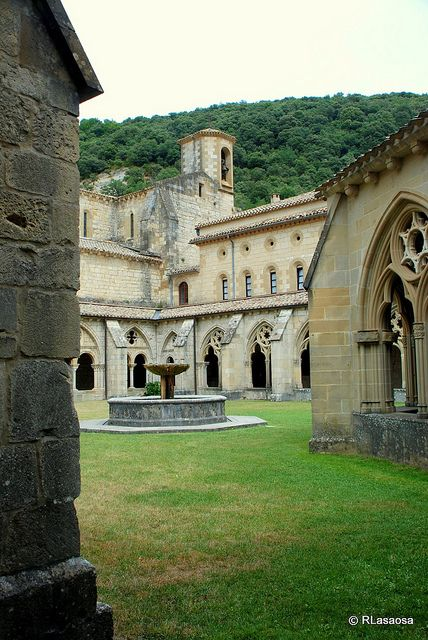 Monasterio de Santa María la Real de Irantzu, en el municipio de Abárzuza, Navarra, España. Es de origen cisterciense y su construcción se prolonga desde el siglo XII (1176) hasta el XIV  -  Monastery of Santa Maria la Real de Irantzu, in the town of Abárzuza, Navarra, Spain. Cistercian's origin and its construction extends from the twelfth century (1176) until the fourteenth