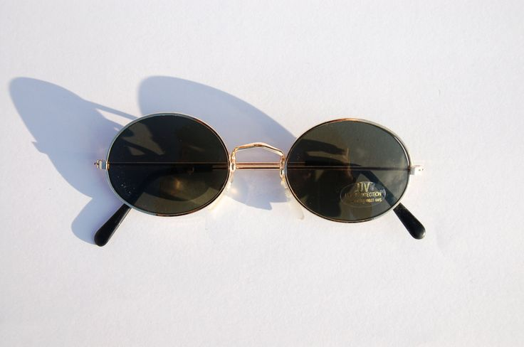 Authentic Vintage 90s Circle Sunglasses/ Oval Shades w Gold Tone Frame - NOS Dead Stock Steampunk /Grunge/Rave (12.00 EUR) by MadameGlam