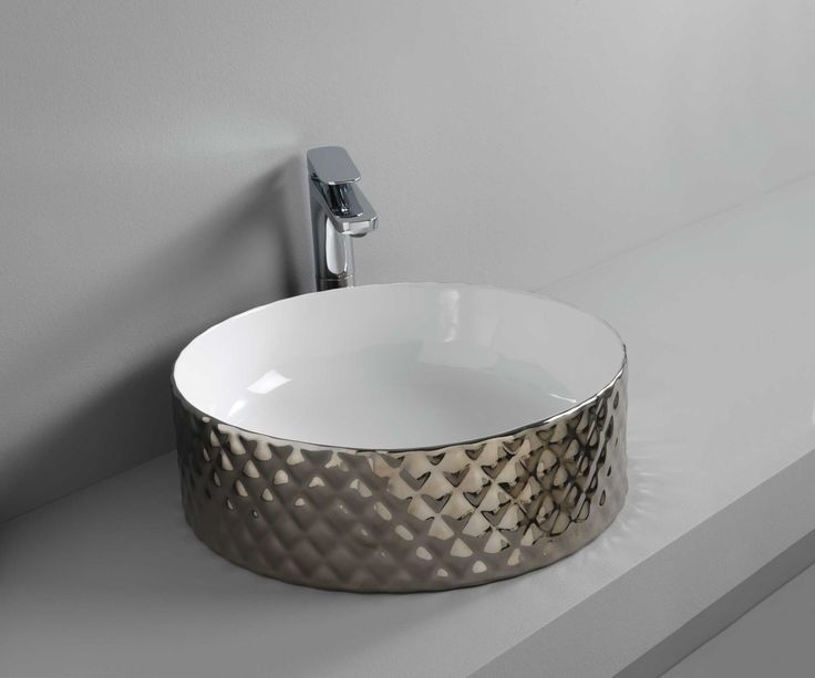 ROMBO designed by Meneghello Paolelli Associati #platinum #washbasin