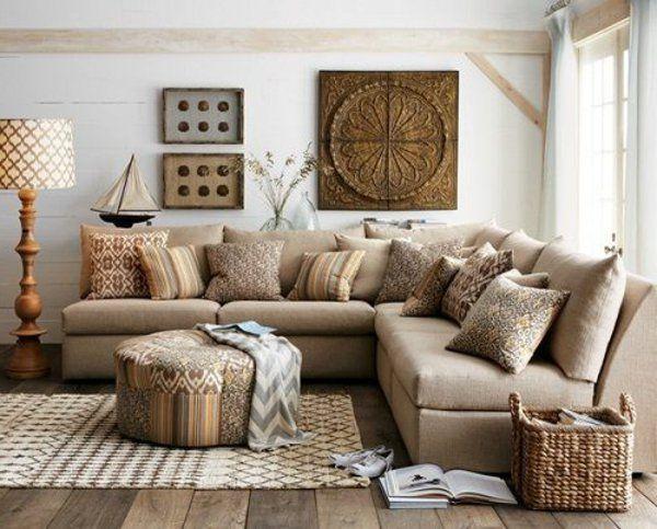 современный кантри стиль в гостиной фото бежевый диван большой