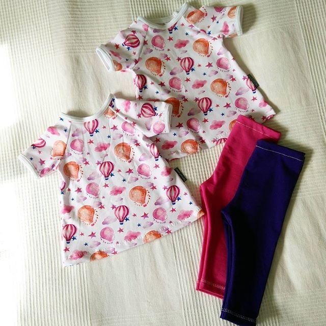 Gulligt set till små tvillingar 😍 #klänning #tights #barnkläder #babykläder #barnklädsinspo #barnrum #babyshower #bebis #nyfödd #spädbarn #sömnad #sy #sylycka #visytokiga #barnrumsinspo #gravid #evedeso #eventdesignsource - posted by Petra https://www.instagram.com/petraspyssel. See more Baby Shower Designs at http://Evedeso.com