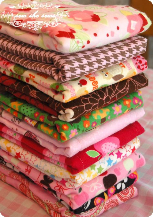Very nice tutorial for making burp cloths out of flannel and pre-folded diapers.