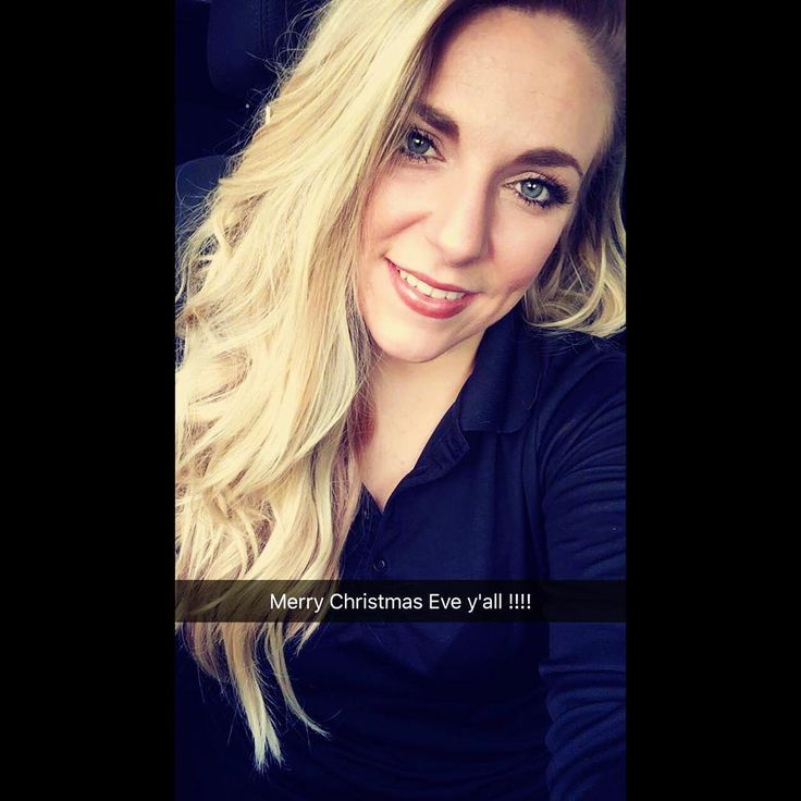 If I gotta work on Christmas Eve I might as well look nice while doing it.  #christmas #christmaseve #theeve #holidays #merrychristmas #workflow #restaurantIndustry #waitress #blonde #curlyhair #greeneyes #selfie #hustle #musician #climbingthelatter #normalgirlbigdreams #supportlocaltalent #icleanupwell