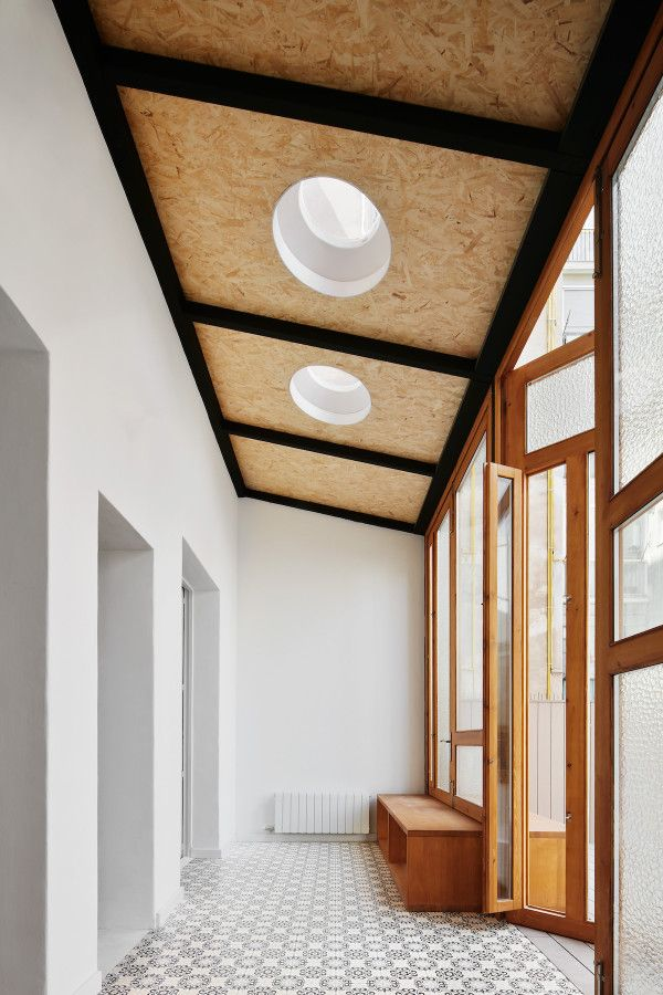 RAS Arquitectura Transforms The Apartment In Barcelona By Playing With Different
