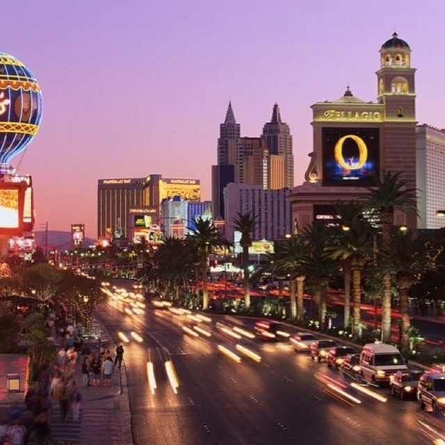 Ahhhhh Vegas!!! One of my favorite places!!!: Vegas Baby, Favorite Places, Favorite Vacations, Las Vegas Strips, Vacations Spots, Live Las Vegas, Vacations Anyon, Vegas Nevada, Vegas Vacations