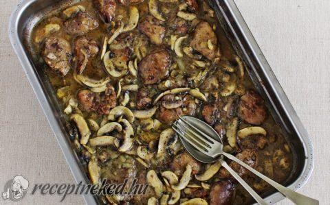 Hagymás-gombás csirkemáj recept fotóval