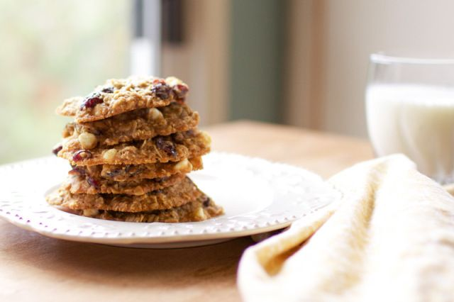 Clean Oatmeal Cookies with White Chocolate & Cranberries // Healthy Mama – Carly | Oh So Delicioso