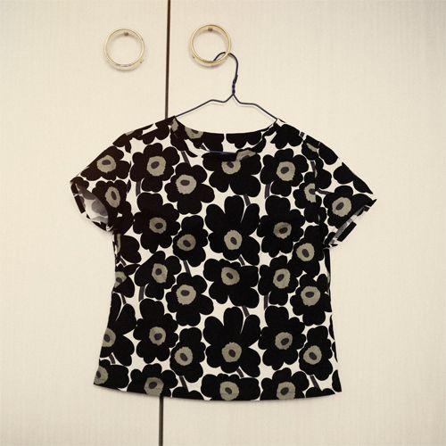 MARIMEKKO LOVE ♥♥♥ - www.unpetitblog.com  A fun blog feature on sewing a t-shirt with #marimekko fabric. Merchant and Mills Campber top #unikko #ray_stitch