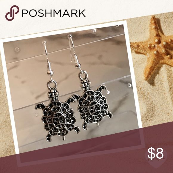 🐢SILVER TURTLE EARRINGS 🐢 Boutique earrings, silver plated with fish hook style closure.  All items come with tags and carefully wrapped 🎁.                                                                 😎Shop with confidence.                                       🎉Suggested User                                                📦Next day shipping                                         5🌟star rated / Top Seller 👍🏼               Sea, ocean, turtles, reptiles, 🌊 beach Jewelry Earrings