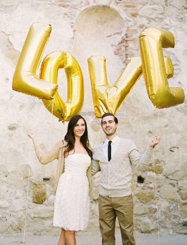 Giant Gold Balloons make lovely props for engagement photos! #balloons #engagement |Sharethewedding.com