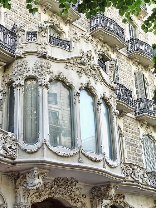 Parisian bay window. www.lab333.com https://www.facebook.com/pages/LAB-STYLE/585086788169863 http://www.labs333style.com www.lablikes.tumblr.com www.pinterest.com/labstyle