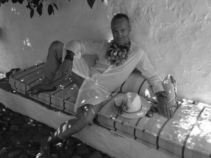 Lakis Gavalas wears  Pericles Kondylatos jewellery