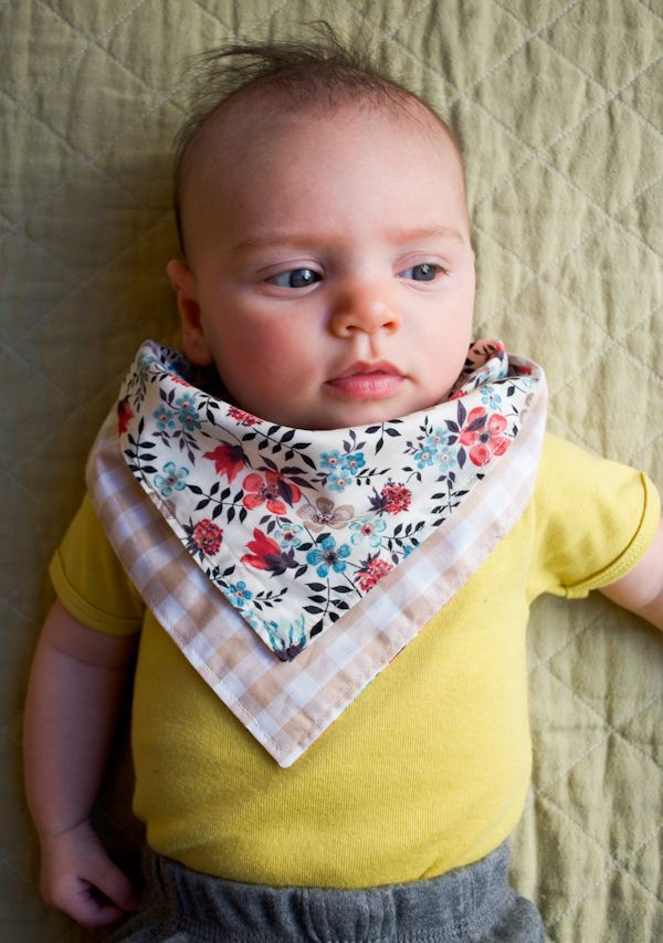 #DIY bandanabibs are an easy sewing project (and a great way to use up extra scraps of fabric).
