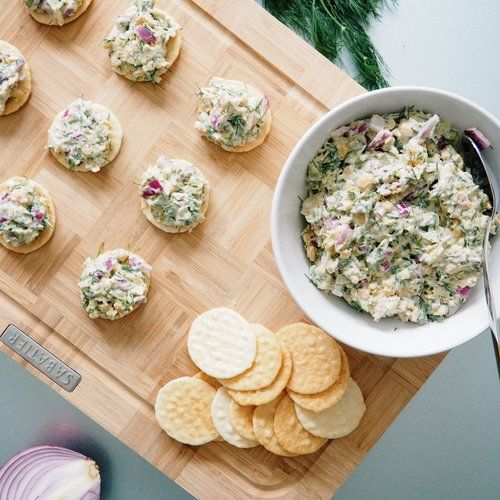 RECIPE | DILL SMASHED CHICKPEAS ON RICE CRACKERS (Vegetarian)