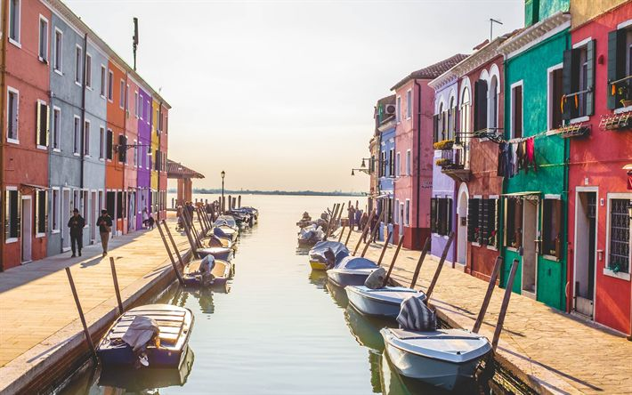 Download wallpapers Venice, morning, autumn, boats, canal, Italy, tourism